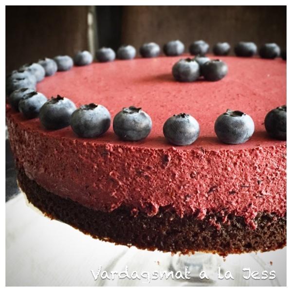 Blåbärsmoussetårta