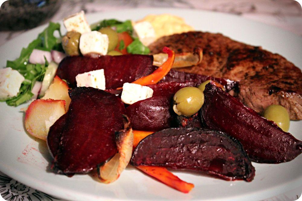 Rödbetor, ryggbiff och sallad