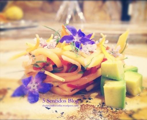 Receta de ceviche de mango verde con flores comestibles
