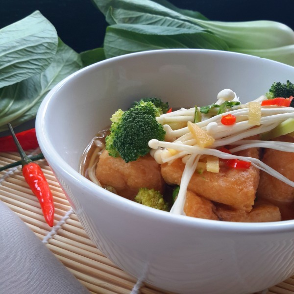 Sopa de Miso con Pufs de Tofu y Verduras