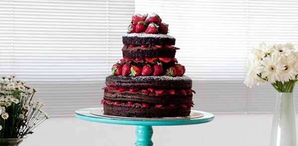 Naked Cake de Chocolate e Morango