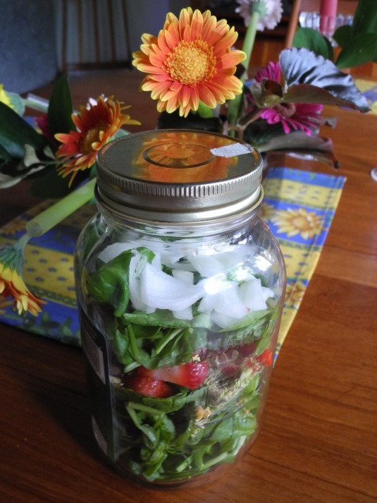 Building your salads in jars, Lego-style!