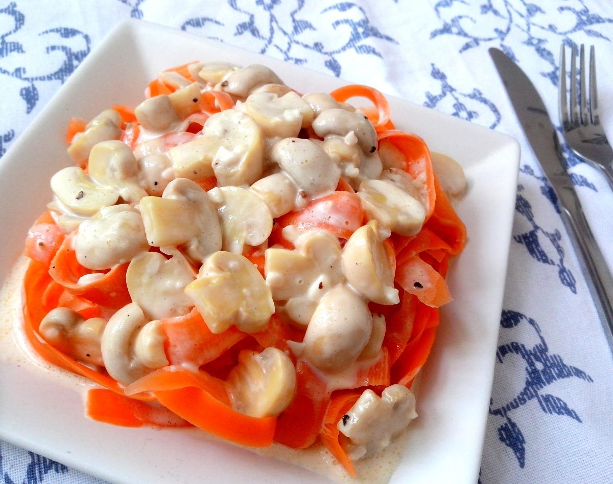 Talharim de cenoura com creme de queijos com (ou sem) cogumelos (calorias reduzidas)