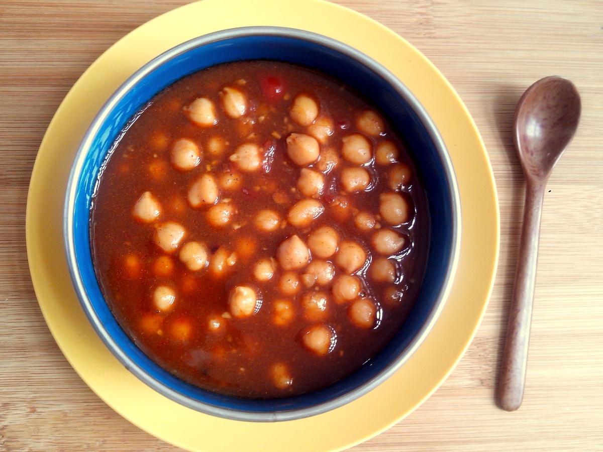 Dahl de grão de bico (sopa indiana de grão de bico com especiarias)