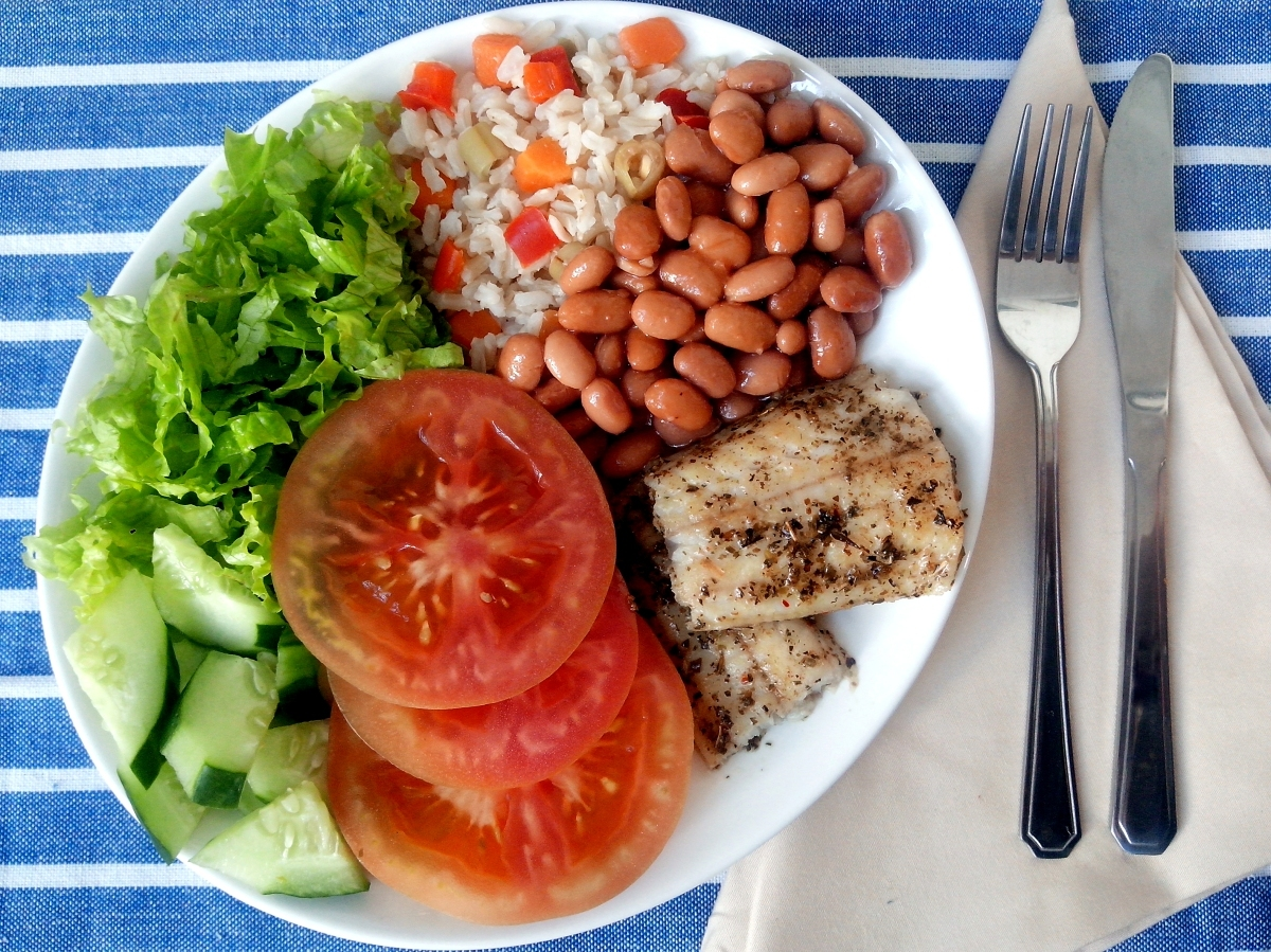 É possível manter uma alimentação saudável fora de casa?