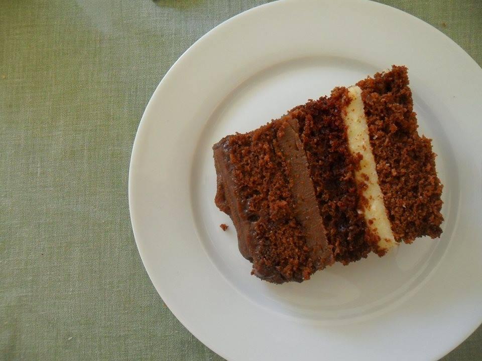 BOLO DE MÃE com CHOCOLATE, CAFÉ, CREME E ACOMPANHADO DE SORVETE DE CAFÉ