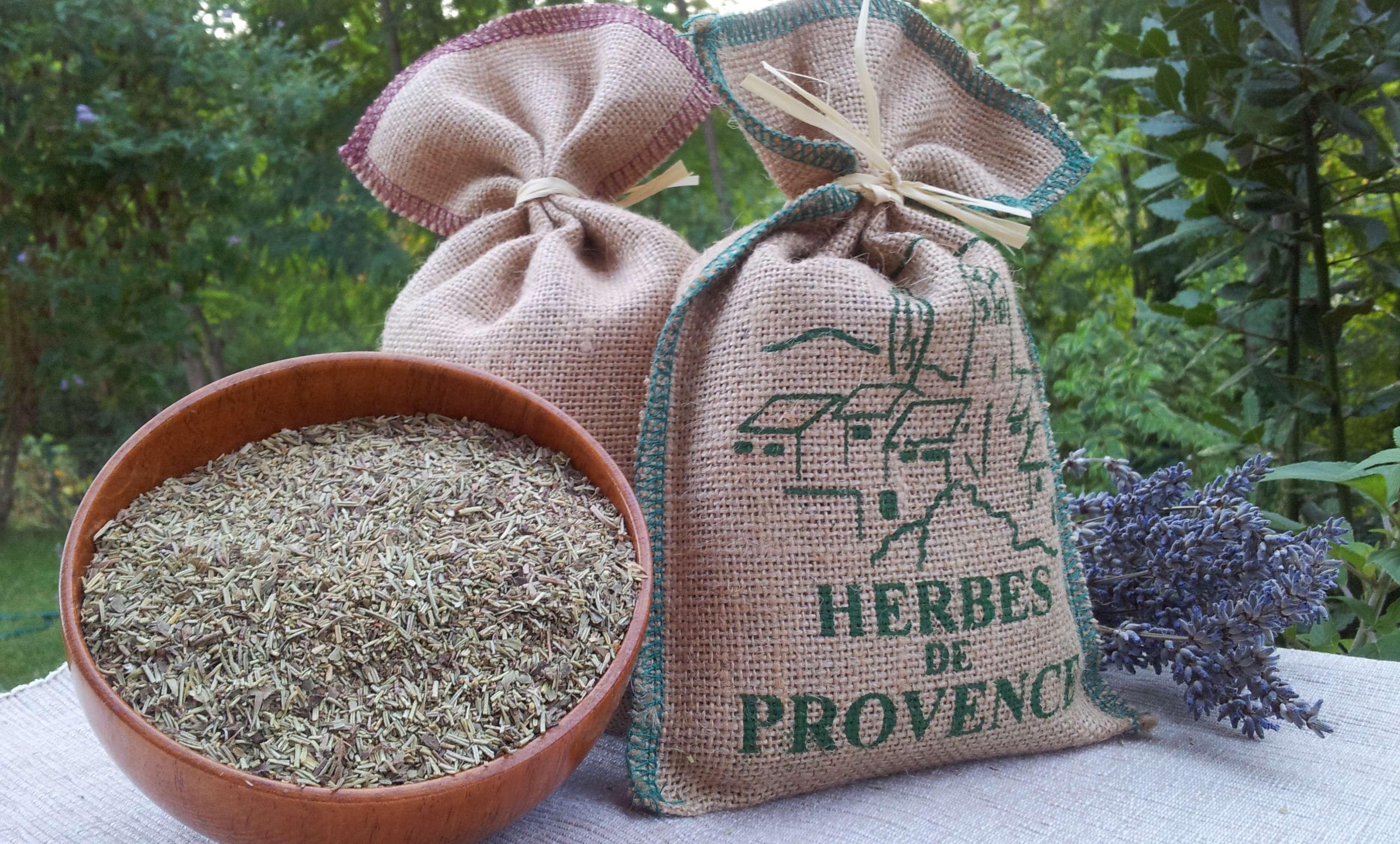 Ervas de Provence é uma mistura perfumada de ervas secas típicas da culinária do sul da França.