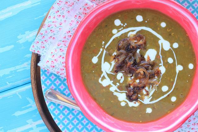 Sopa de lentilha light, simples, bem temperada e deliciosa