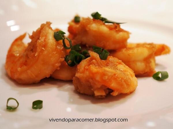 Camarão marinado e flambado