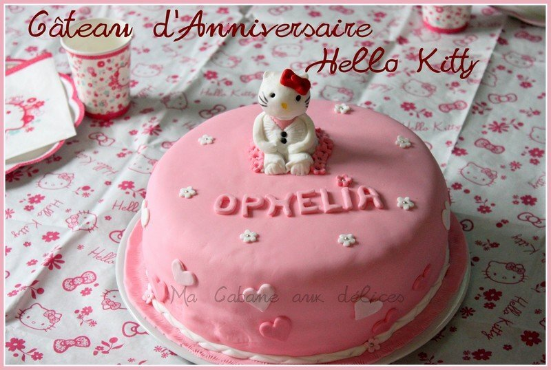 Gateau damier Hello Kitty pate a sucre