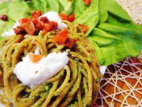 Čili špagety so zelerovým pestom