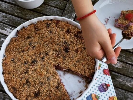 Posýpkový koláč s tvarohom a drobným ovocím
