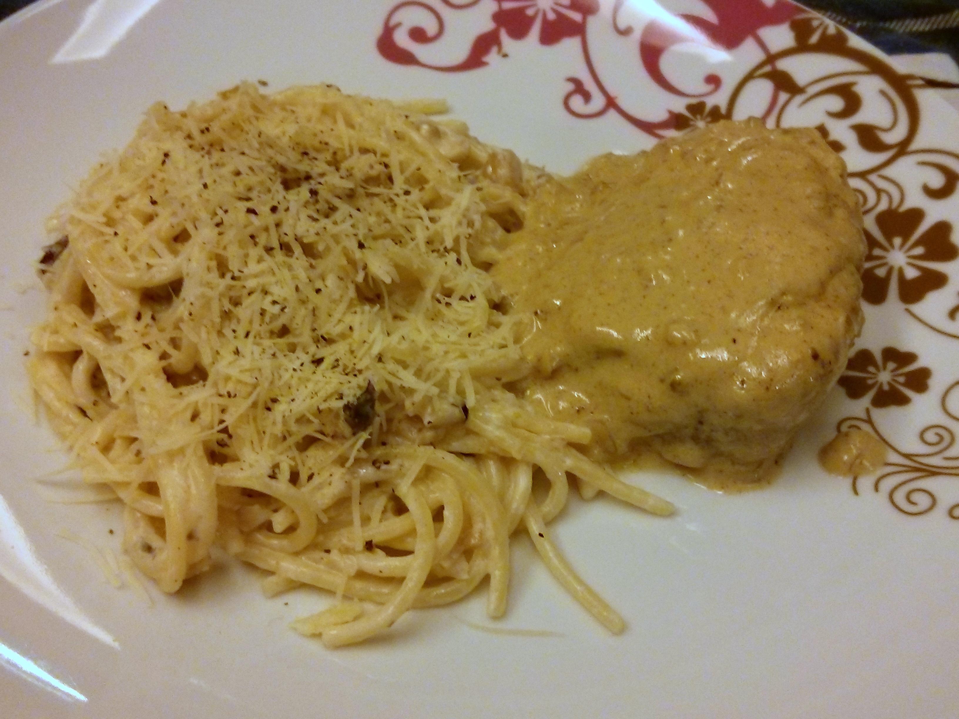 Espaguete com castanhas e parmesão e filé mignon ao molho de mostarda
