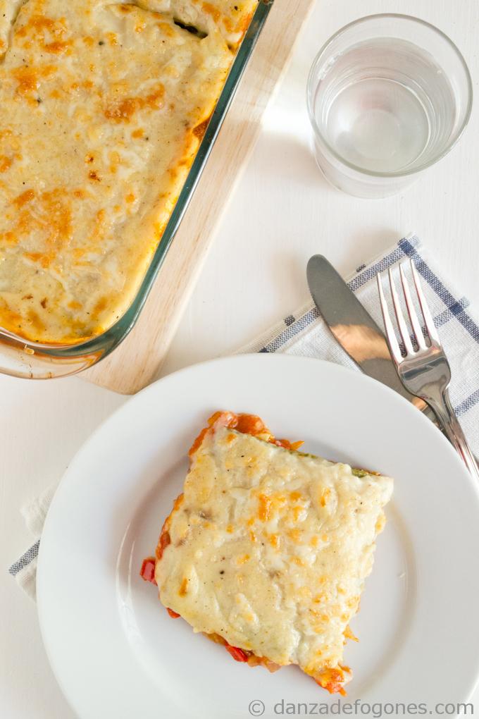 de lasaña con espinacas y salsa blanca