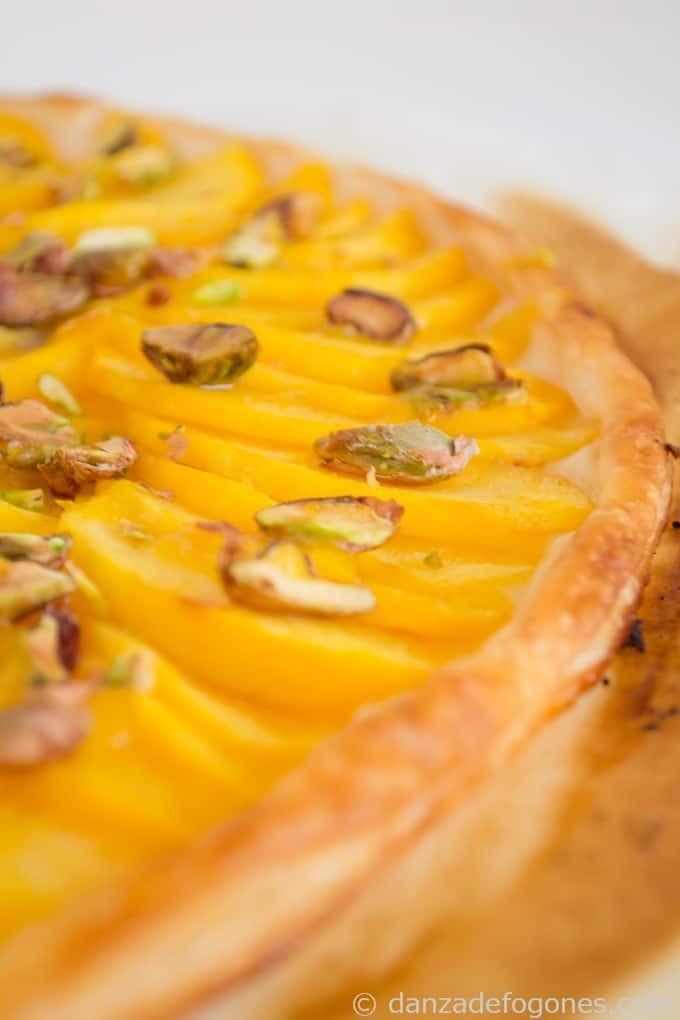 Tarta de melocotón y pistachos