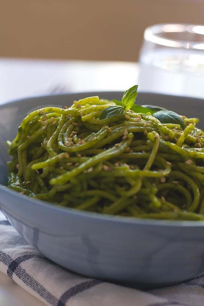 Espaguetis con Salsa Verde de Coco en 15 minutos