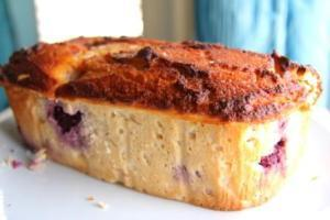 Blackberry, Lemon and Sour Cream Pound Cake (Coconut Flour)