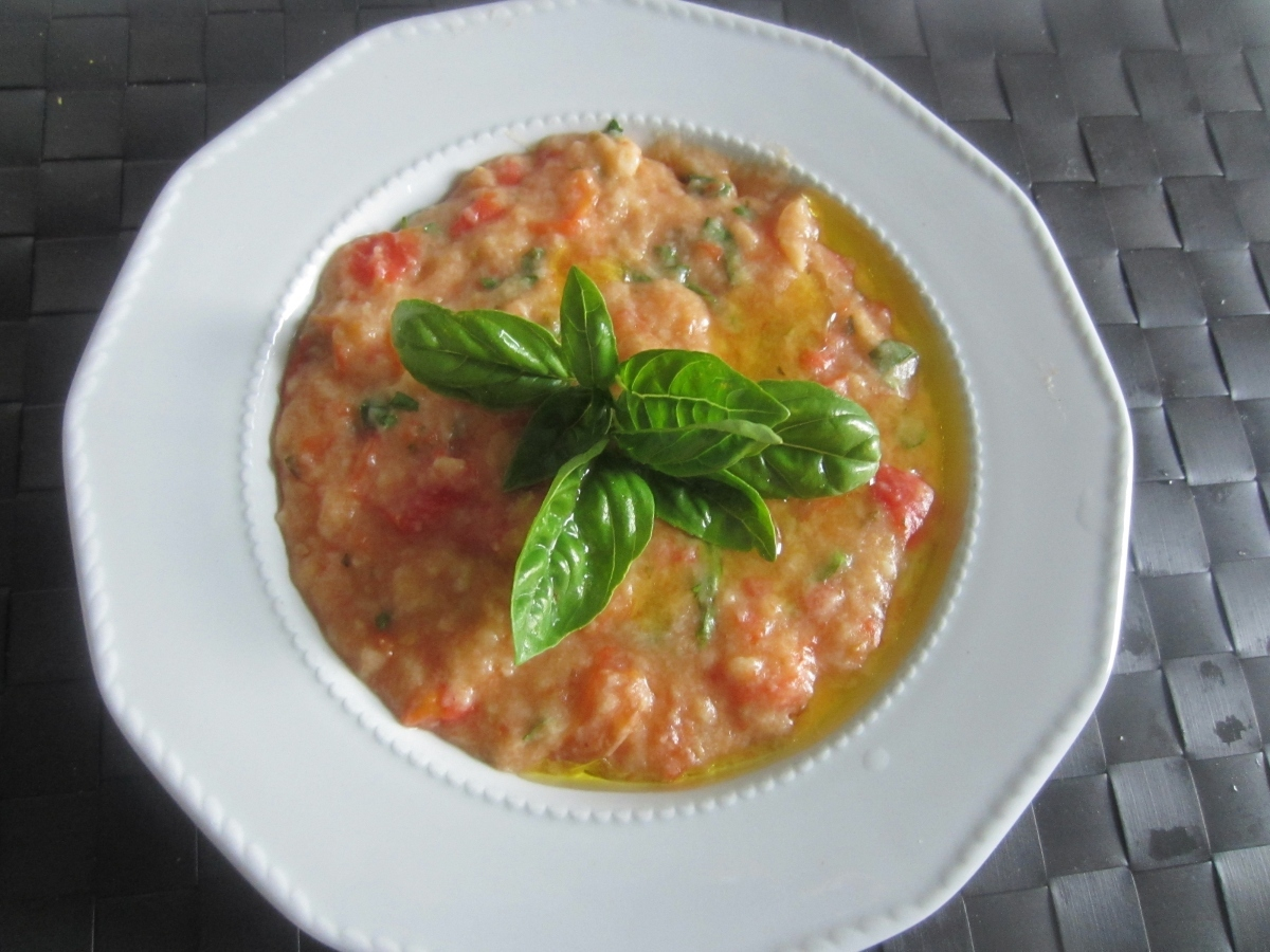Tomato and Bread Cream: a simple vegetarian tasty dish from Tuscany, easy yummy tasty