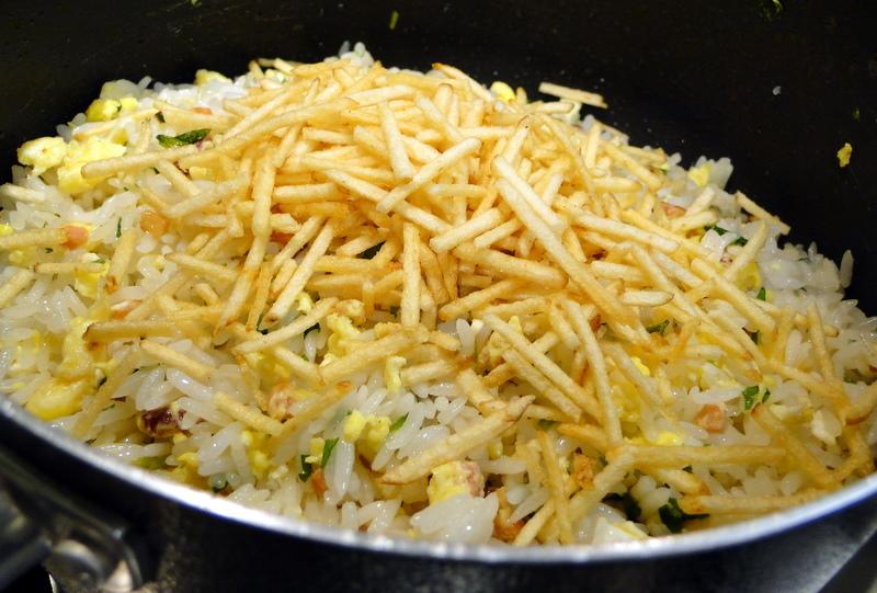 arroz com queijo prato e uvas passas
