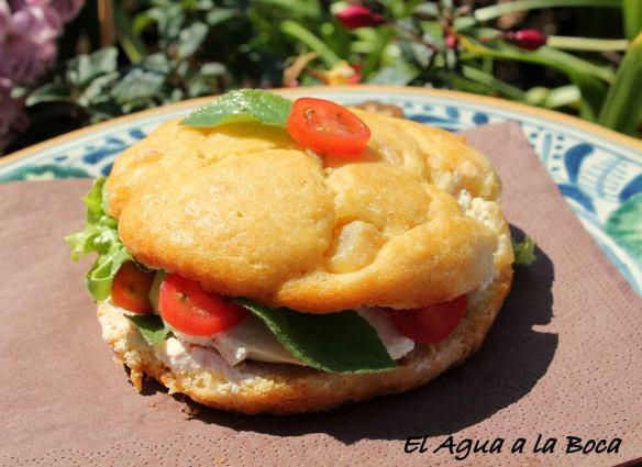 Sandwich de cake de Piña con pollo y salvia