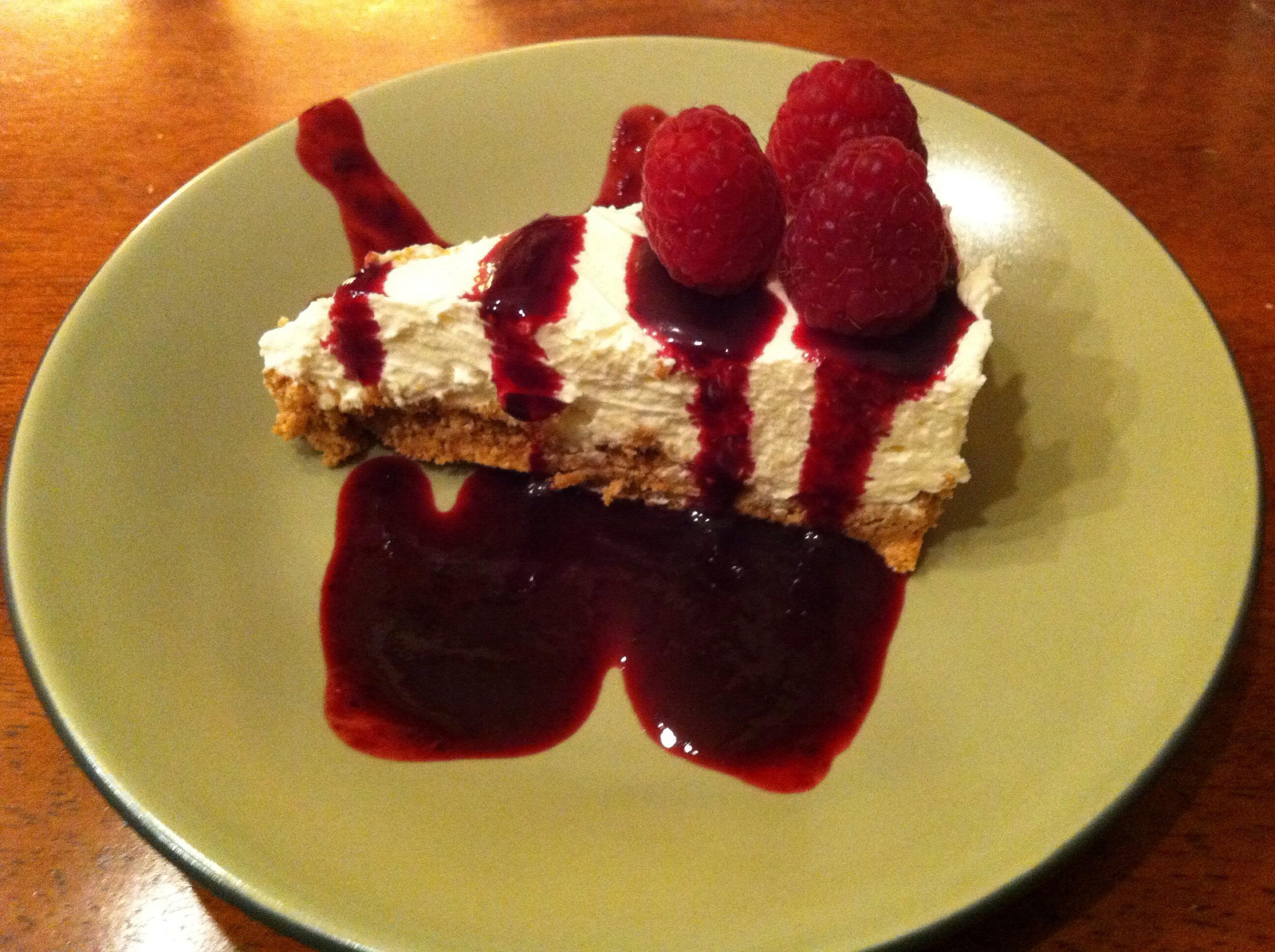 Enkel ostekake med skogsbærcoulis