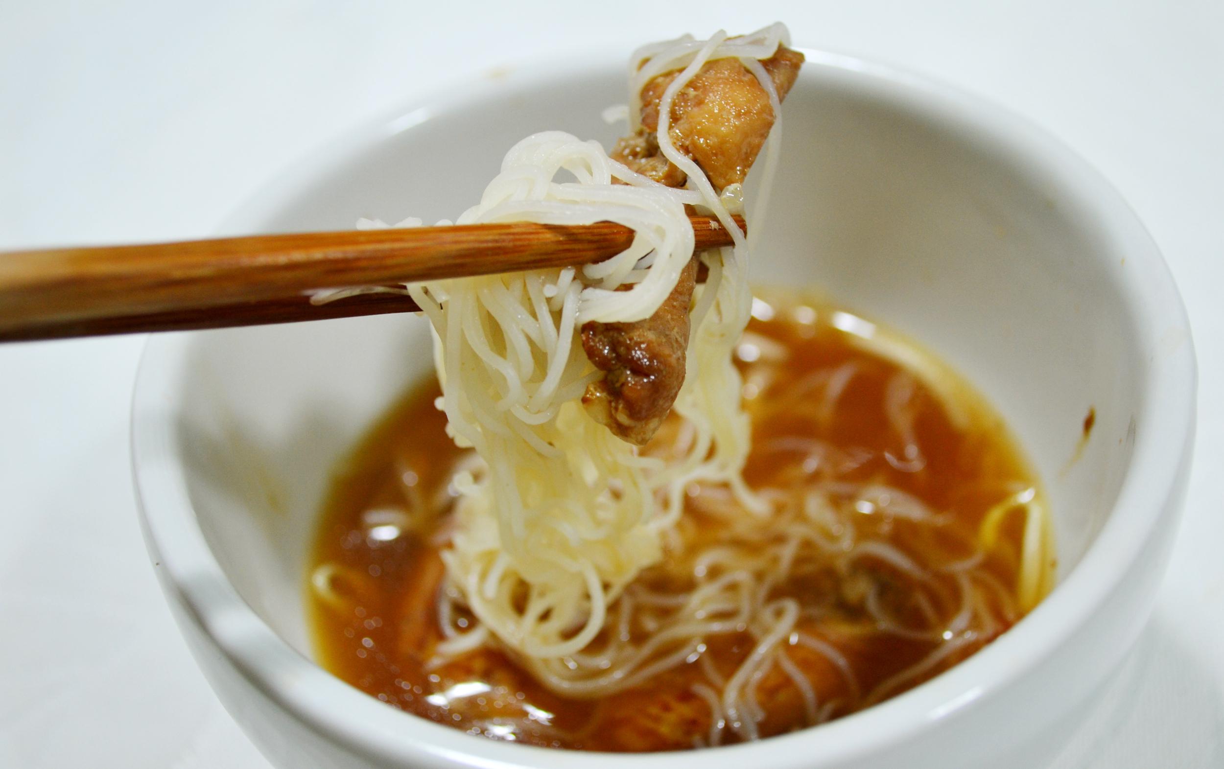 Pho ga soup (sopa vietnamita de frango)
