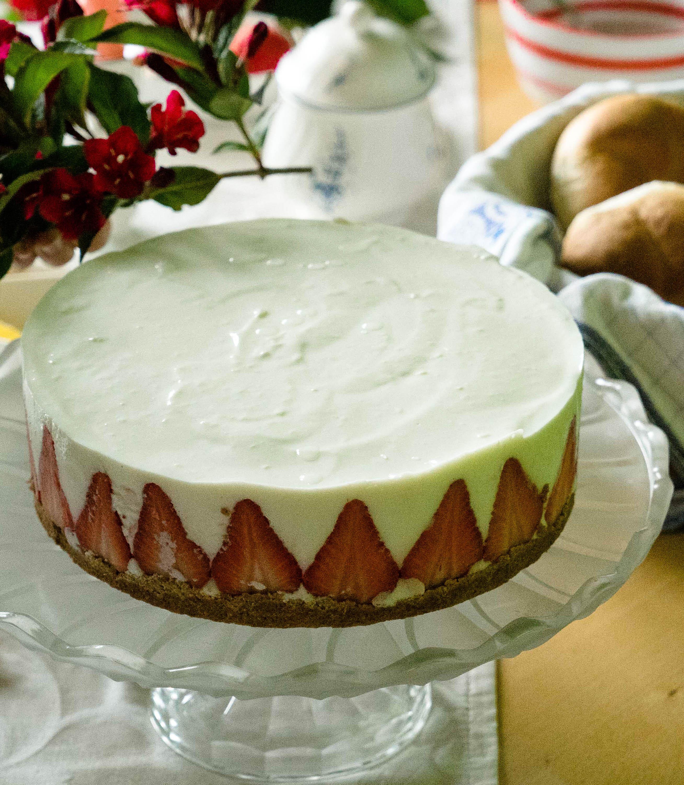 Cremige Erdbeer Überraschungstorte I False Strawberry Cheesecake