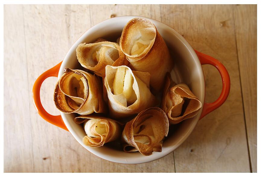 Crema de bolets acompanyada de farcellets de poma amb formatge de cabra