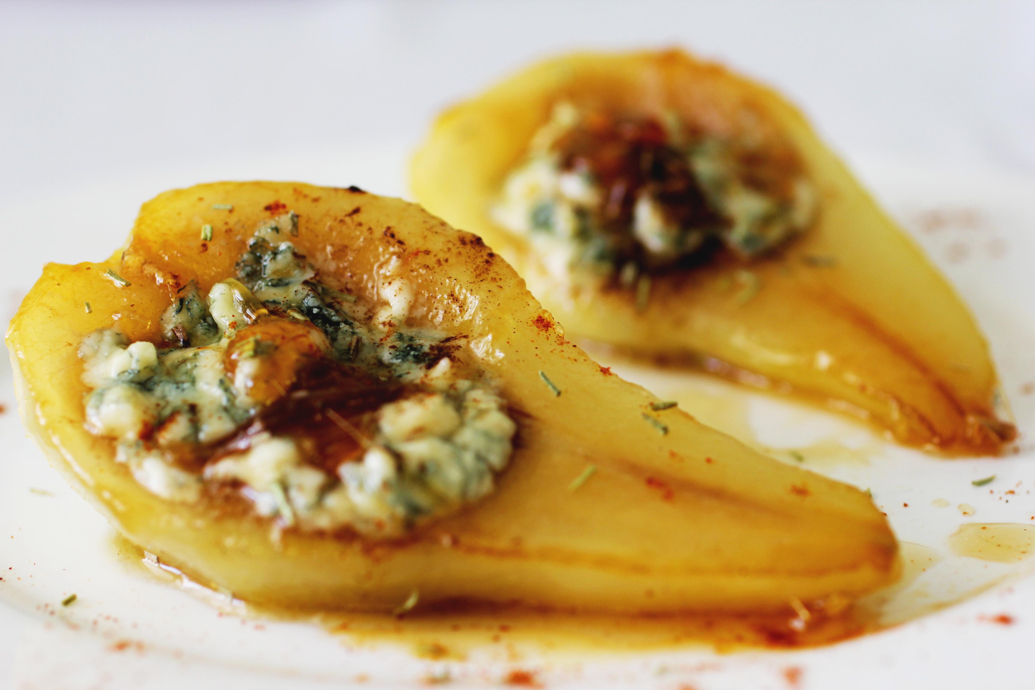 Карамелизированые груши с сыром