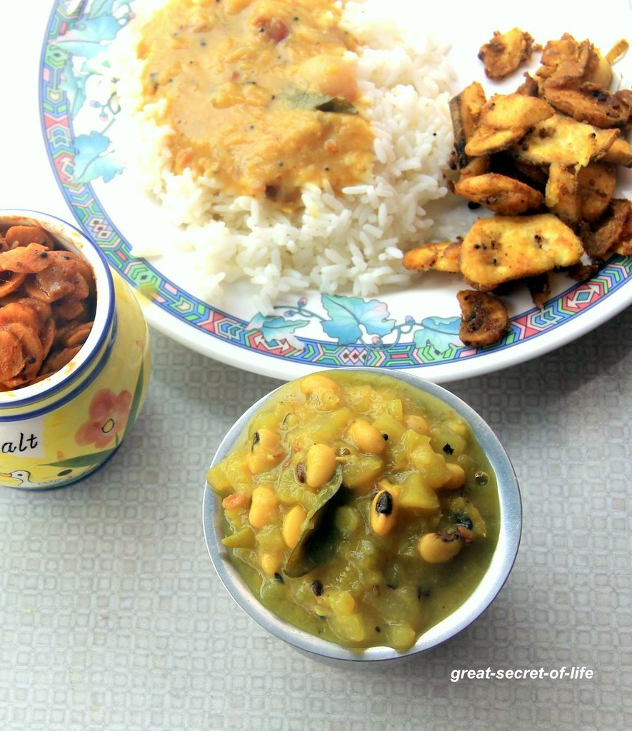 Surakkai (bottle gourd, Lauki, Dudhi) with black eye beans kootu / gravy recipe