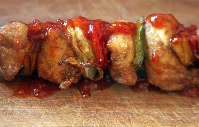 Pinchos de Pollo Frito con Salsa Agridulce