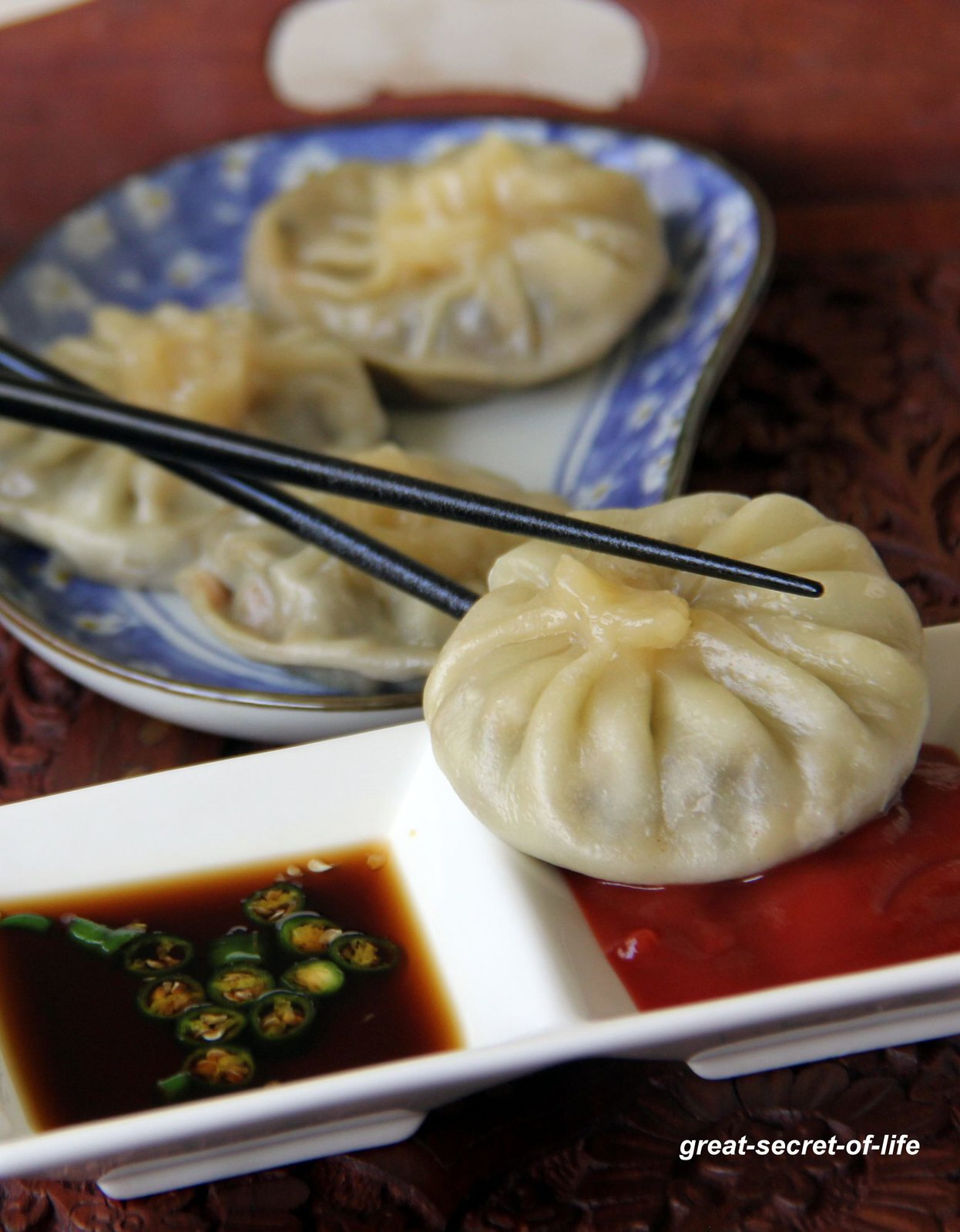 Vegetarian Momos - Steamed Momos recipe - Healthy snack