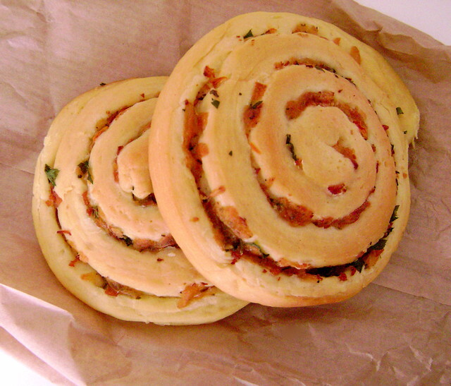Pãozinho Macio com Presunto e Queijo