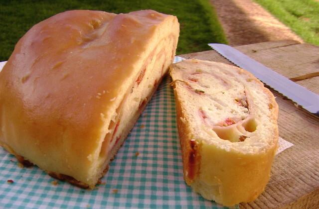Pizza Enrolada - Pão Bauru