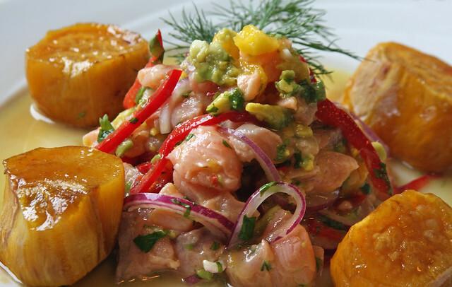 Ceviche de Salmón Rosado, Palta y Mango