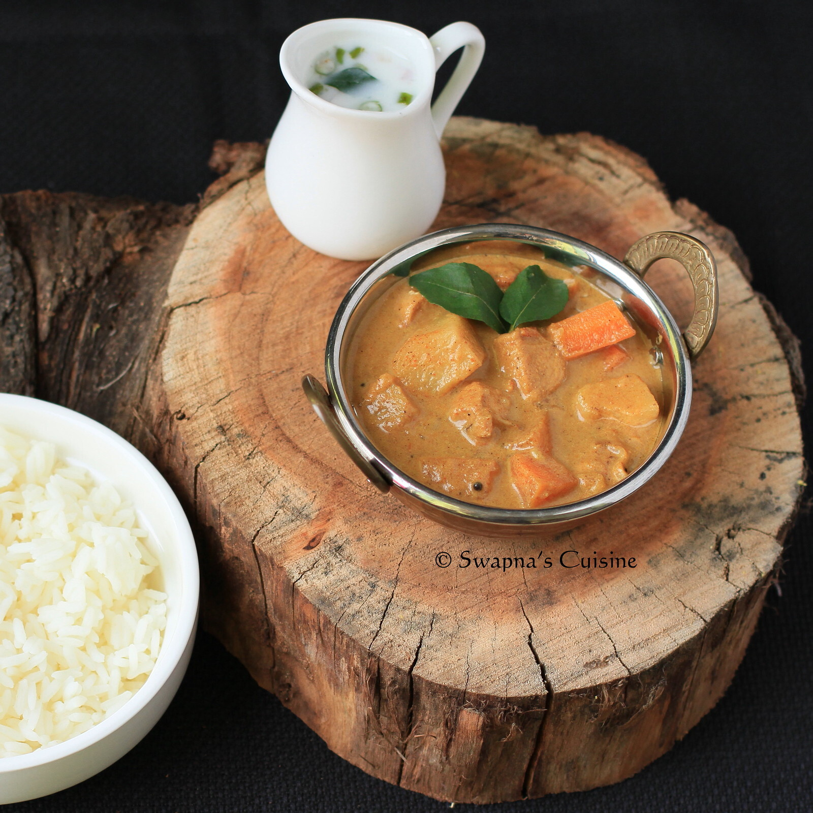 Nadan Kozhi Mappas / Chicken Mappas / Kerala Chicken Curry in Creamy Coconut Sauce