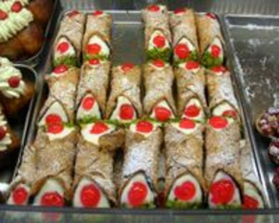 italian chocolate custard cannoli