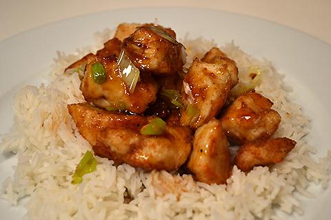 Koreansk-inspireret kylling med forårsløg og sur/sød-sauce