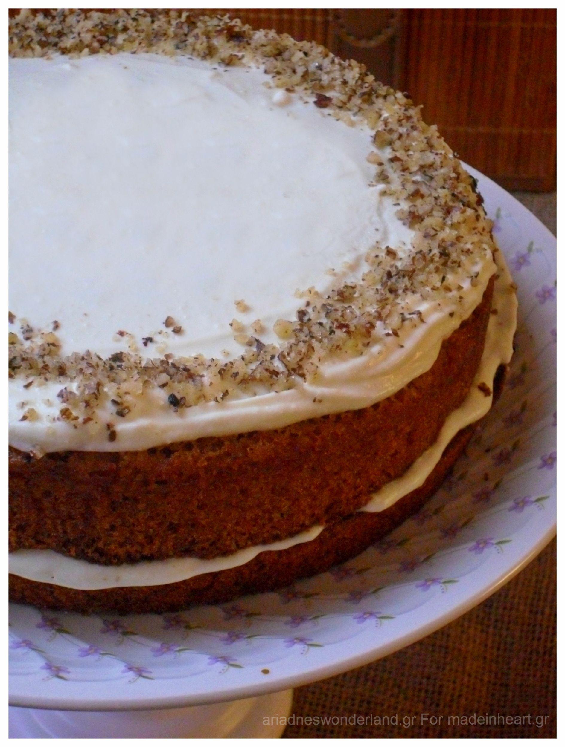 Κέικ καρότου με γλάσο ανθότυρου,  αφερωμένο στα Ψαράκια μας!