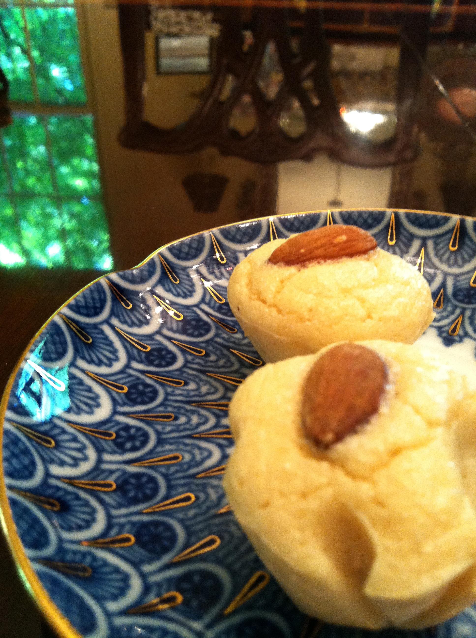 SF Almond Pillow Cookies!! GF, SF, BED!