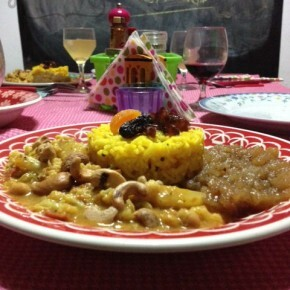 bolinho de arroz assado no tabuleiro