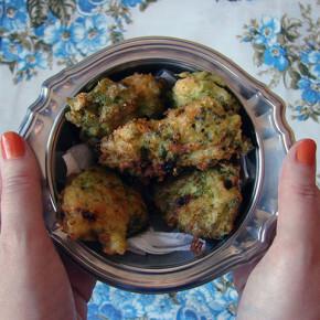 Bolinho Frito de Brócolis com Queijo