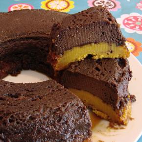 bolo de cenoura com cobertura de pudim de chocolate