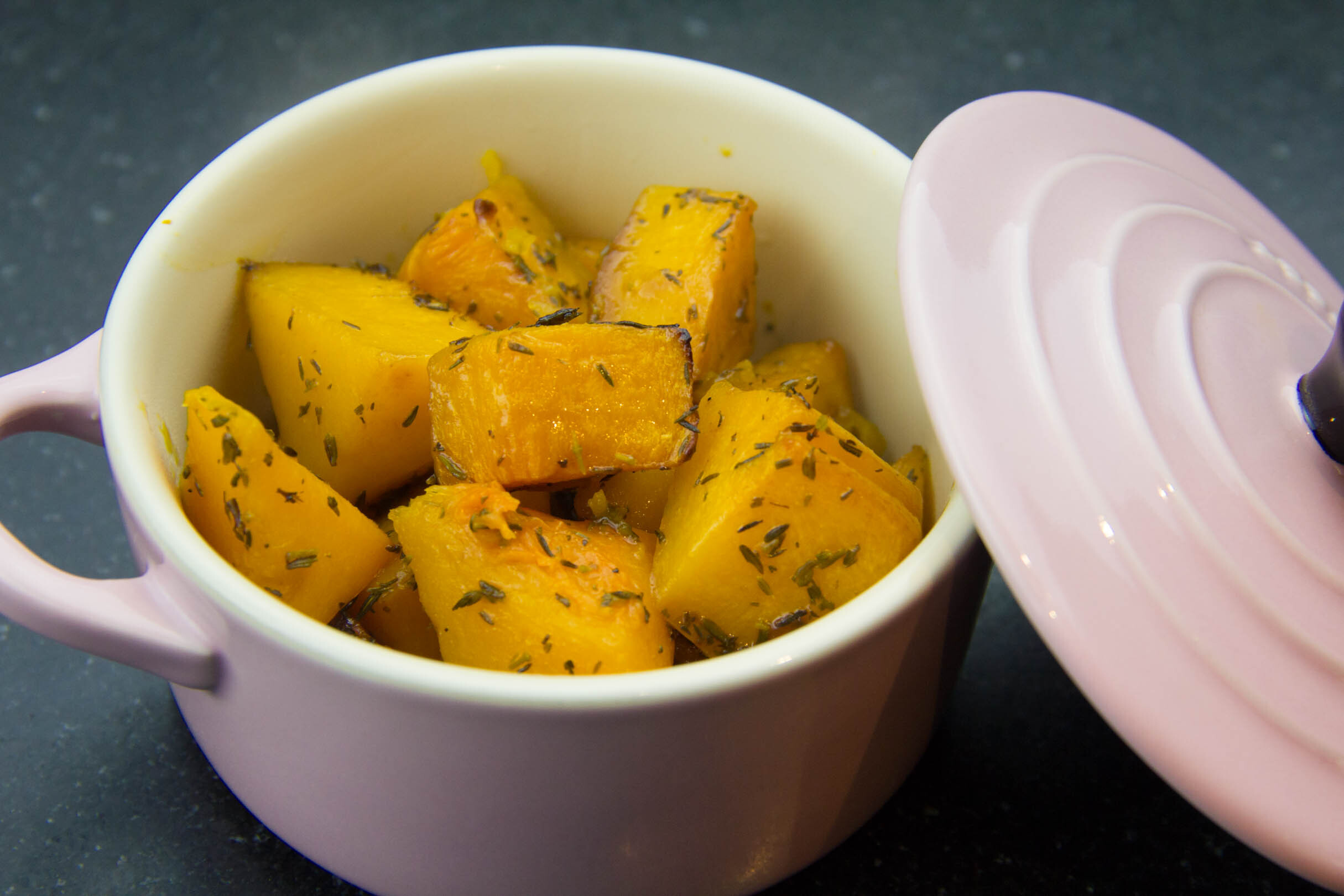 Butternut rôtie au four caramélisée à l'orange et au thym
