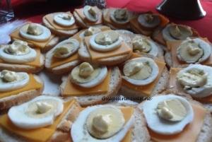 Toasts apéritifs mimolette – oeuf – mayo