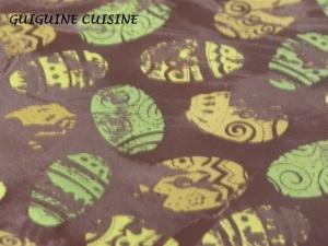 Gâteau de Pâques: mousse aux fruits du soleil sur une génoise au chocolat…