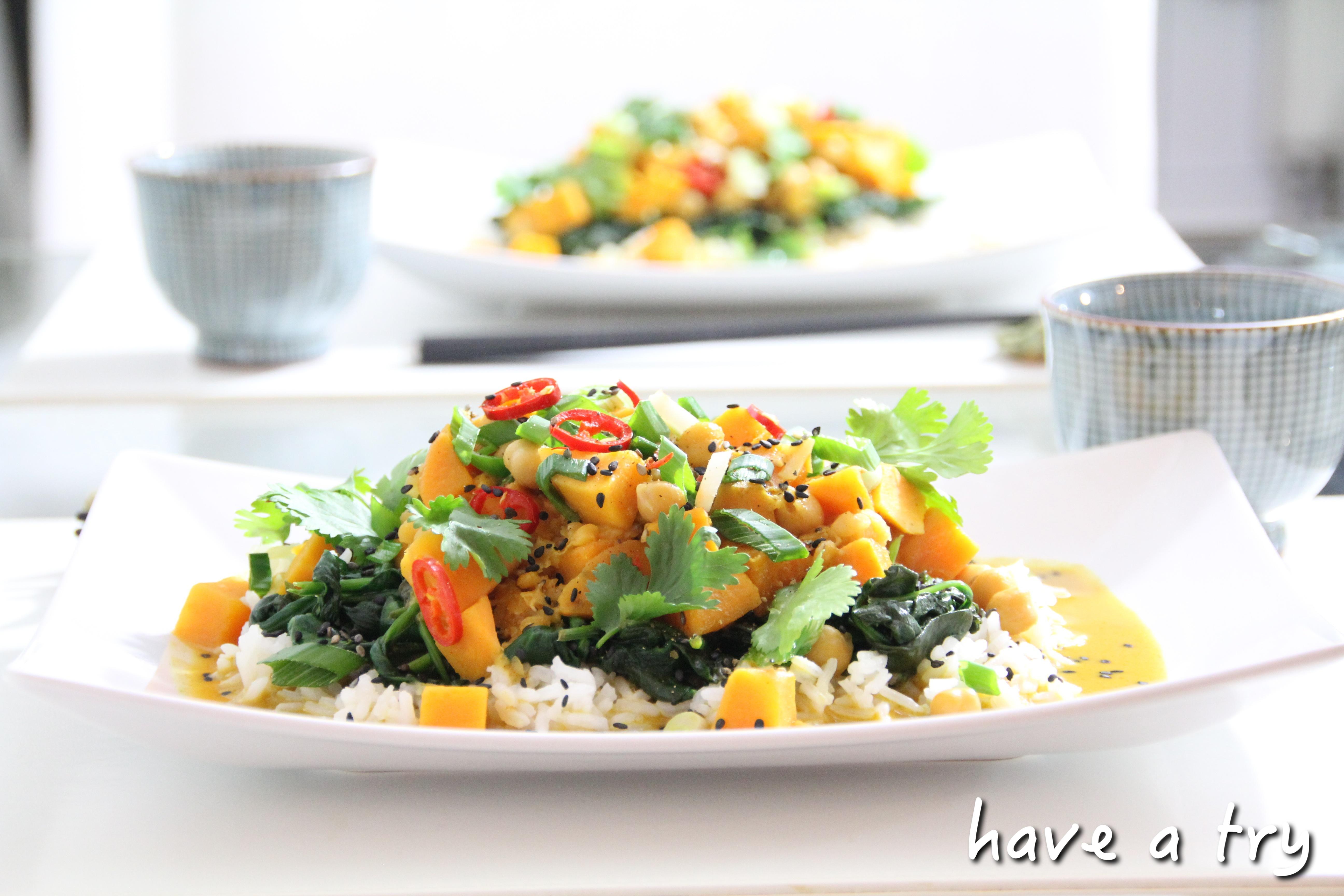 Rotes Süßkartoffel-Kichererbsencurry mit roten Linsen und frischem Blattspinat (vegan, glutenfrei)