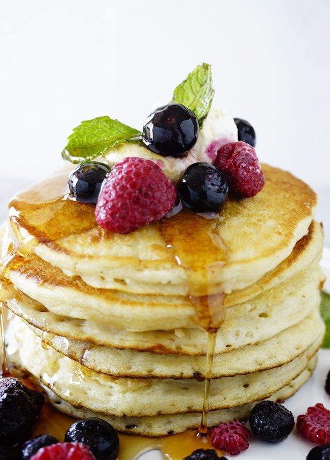 Fluffy and Easy Pancake Recipe with Berry Garnish