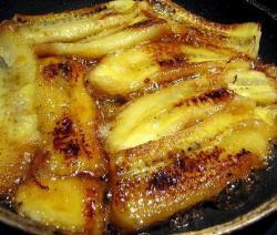 Banana frita com leite condensado