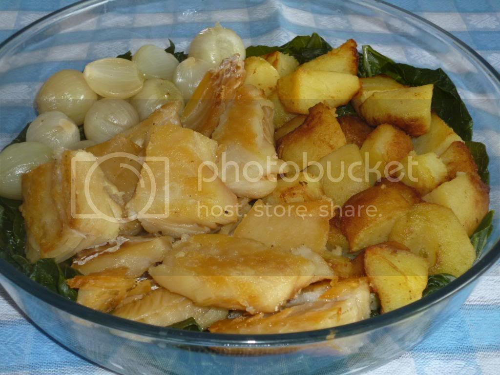 bacalhau com batatas e molho de extrato cozido